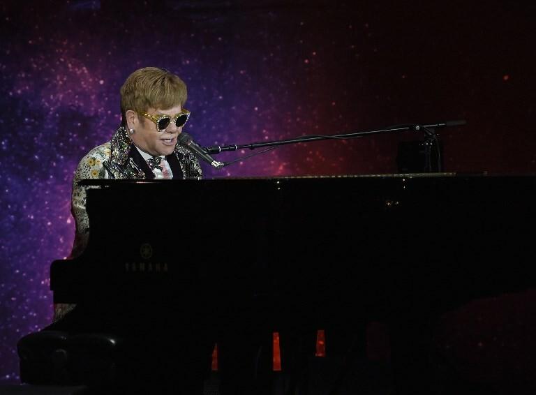 Elton John anuncia sua