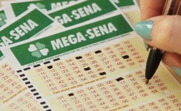 Resultado de imagem para Mega-Sena acumula e prêmio pode chegar a mais de R$ 50 mi no próximo sorteio