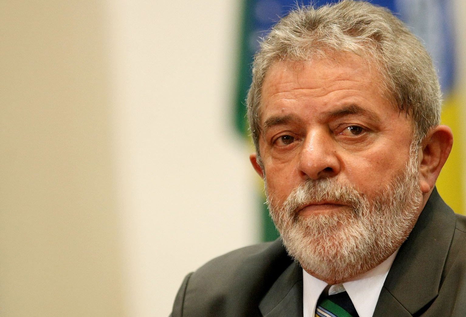 Ex-presidente deixa sede do Instituto Lula para destino ignorado