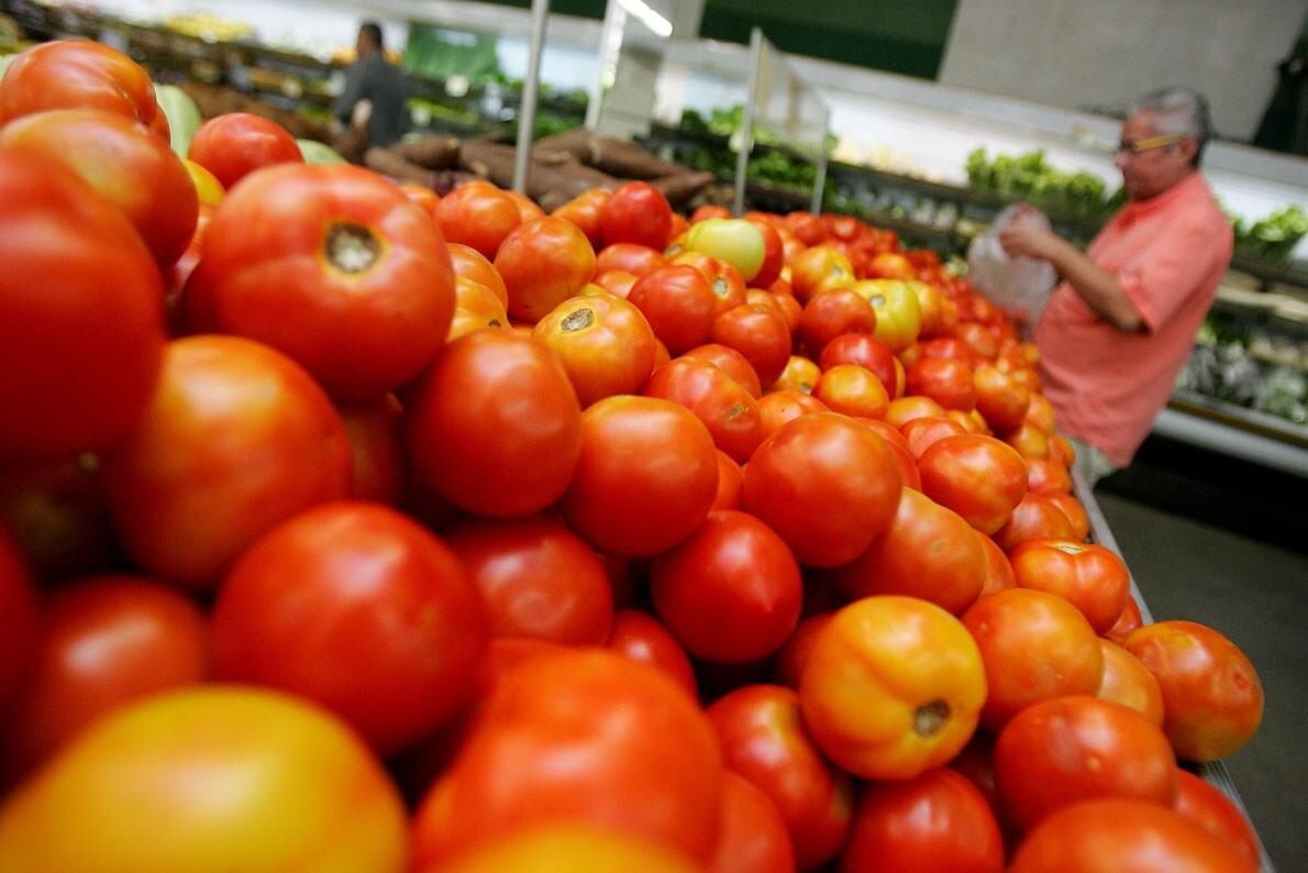 Tomate aumenta 22% e puxa alta da cesta básica de Manaus