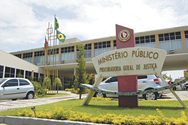 Ministério Público do Ceará ingressa com ação para impugnar os salários de três prefeituras e câmaras da Ibiapaba