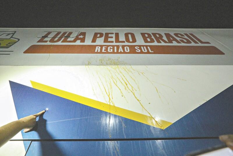 Polícia do Paraná divulga hoje perícia sobre tiros contra caravana de Lula
