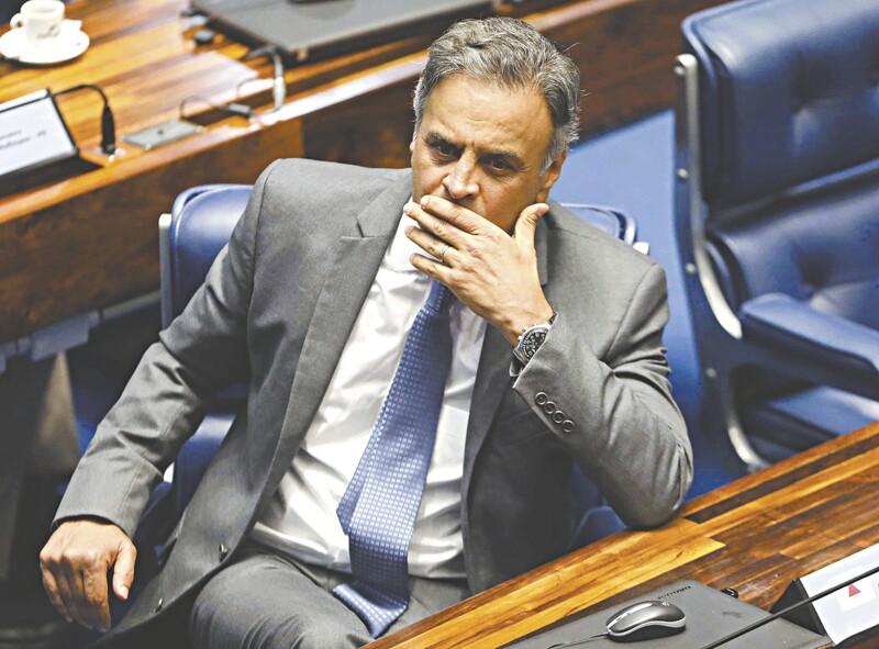 Senador Aécio Neves passa mal e é levado a hospital de Brasília