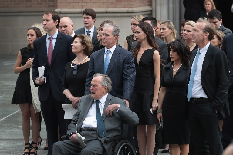 George Bush hospitalizado por infeção no sangue