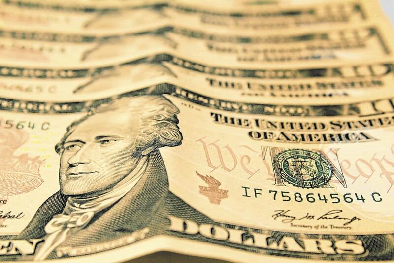 Dólar sobe e encosta em R$3,53 à espera de Fed