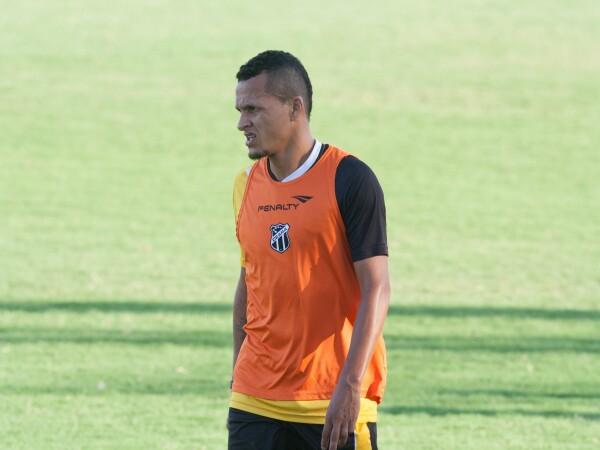 Meia Sousa treinou entre os titulares e pode voltar a ser uma das novidades do técnico Sérgio Soares