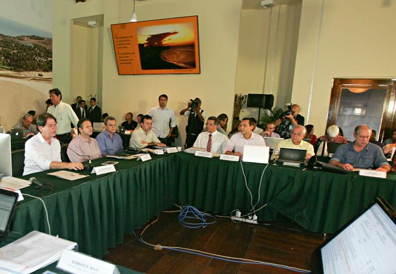 Governador Cid Gomes, ao lado do vice-governador Domingos Filho, preside a que poderá ter sido a última reunião do seu secretariado ao longo dos últimos sete anos de Governo. O encontro, ontem, foi o dia todo