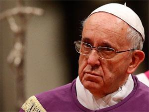 A assinatura do decreto de canonização estava prevista para a quarta-feira (2), mas foi adiada em razão da agenda do papa