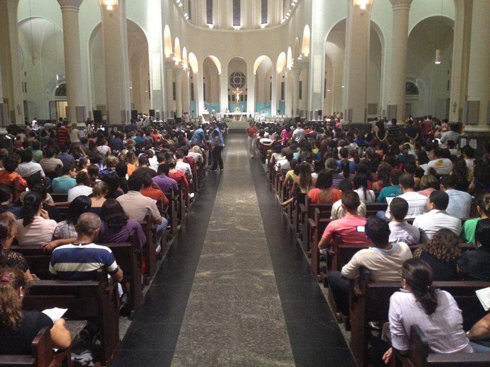 Aproximadamente 3 mil pessoas lotaram a Catedral. Missa marca o fim das celebrações da Semana Santa na capital.